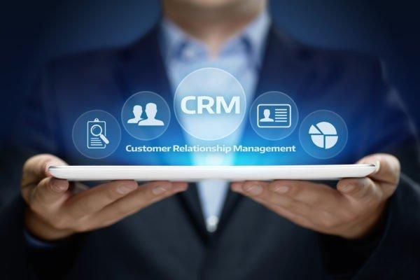 Info, funzioni e costi: ecco come scegliere un software CRM (con un paio di idee)